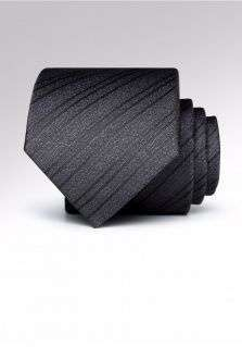 领带的颜色及图案该如何选择?