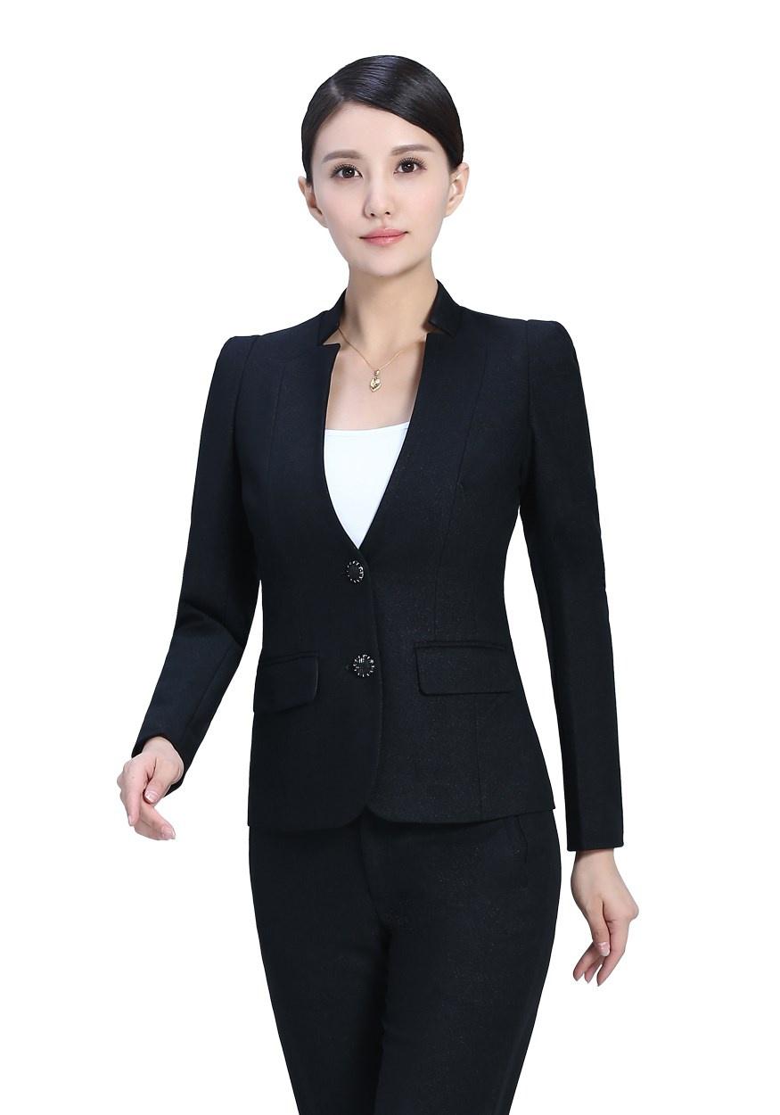 定制职业装穿搭的技巧以及如何穿出时尚范?